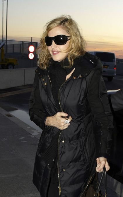 Madonna leaves London for New York on January 29, 2010