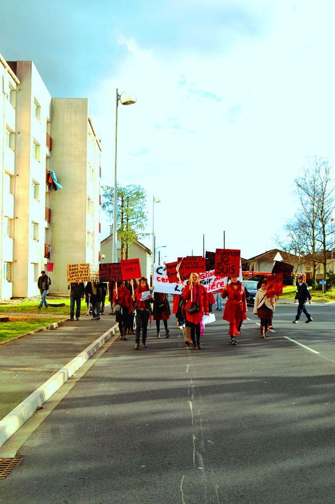 Actes de Paroles, installations plastiques in situe, interventions artistiques dans les quartiers d'Aurillac