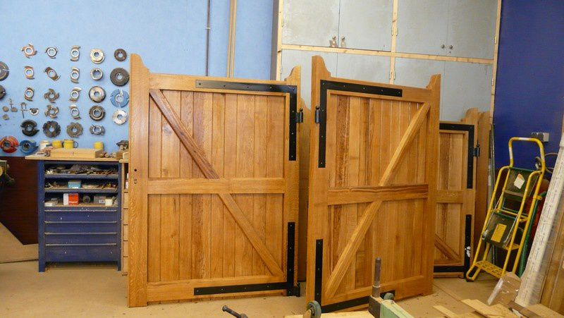 fabrication d un portail en bois id e int ressante pour la conception de meubles en bois qui. Black Bedroom Furniture Sets. Home Design Ideas