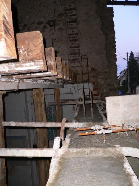 plancher beton chap xii la fin des poutres beton transformation renovation d 39 une grange en loft. Black Bedroom Furniture Sets. Home Design Ideas