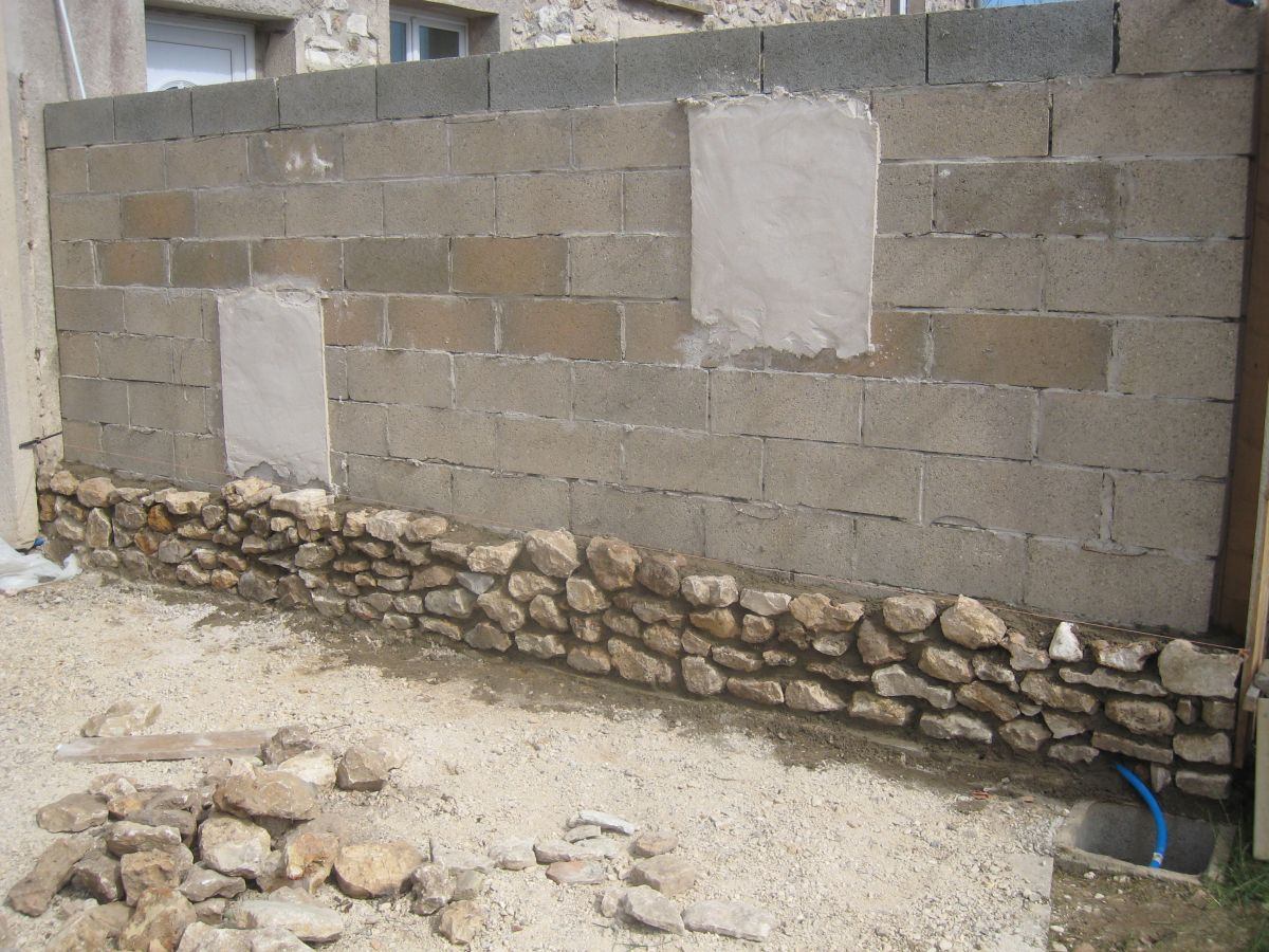 Mur de s paration en pierres apparentes transformation for Mur de separation terrasse