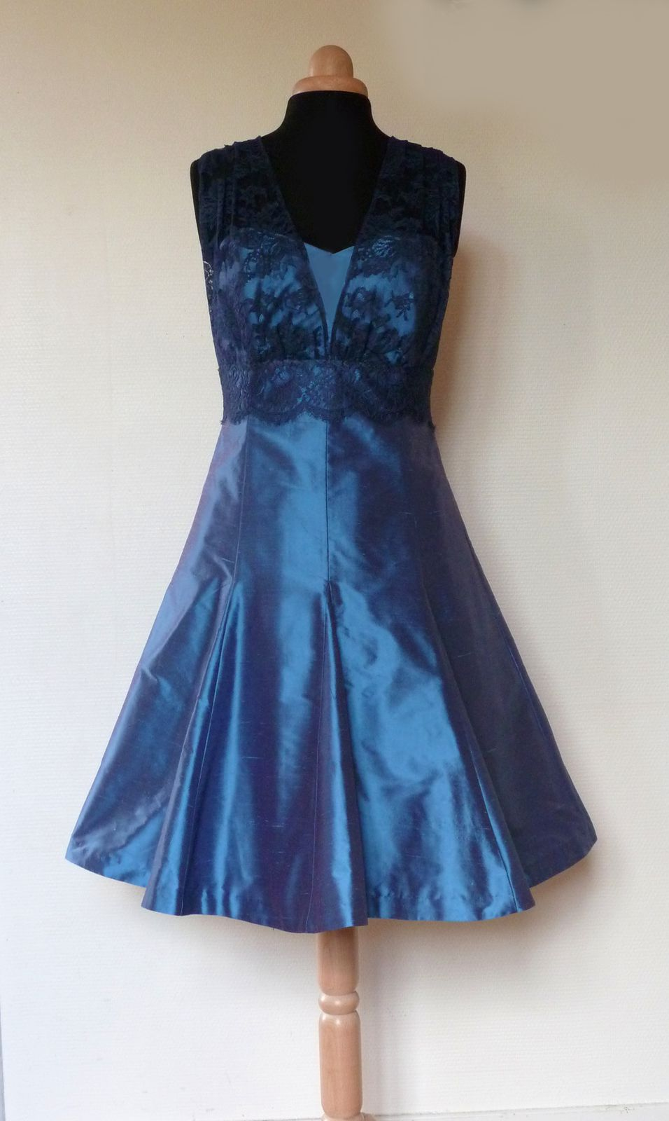 Robe de cocktail bleu en soie