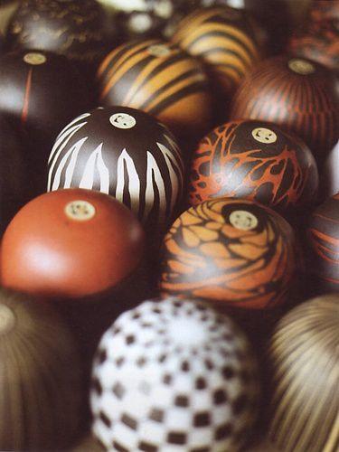 tas de bols boules à l'envers
