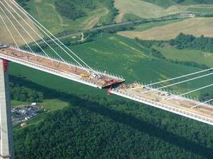 Étapes de construction d'un pont suspendu