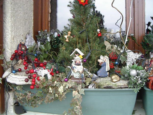 Decoration jardiniere de noel for Decoration rebord fenetre exterieur