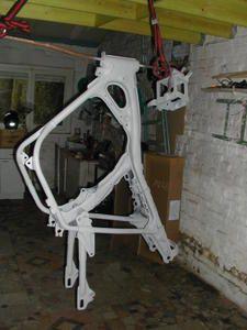 peinture cadre moto bombe resine de protection pour peinture. Black Bedroom Furniture Sets. Home Design Ideas