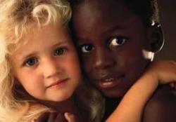 332-petites-filles-noire-blanche