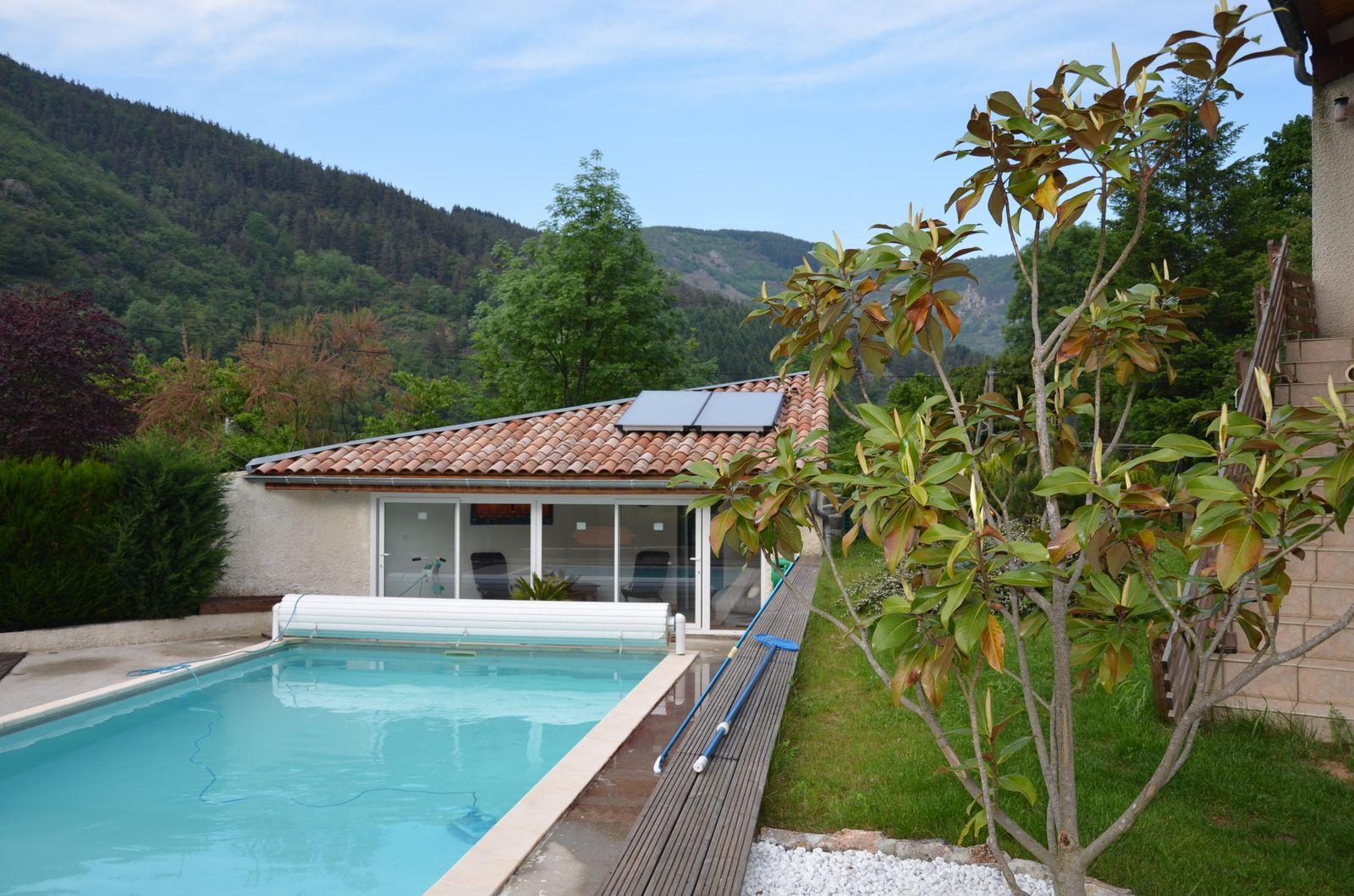 Piscine avec chauffage par panneaux solaire d lagier for Article piscine