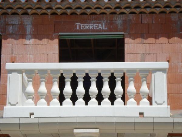 Colonne en pierre pour terrasse