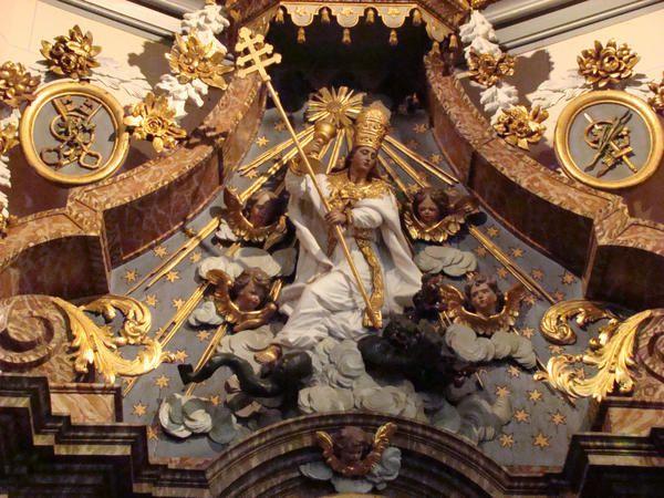l'Eglise catholique terrassant l'hérésie représentée sous les traits d'une hydre. (Herzeele)