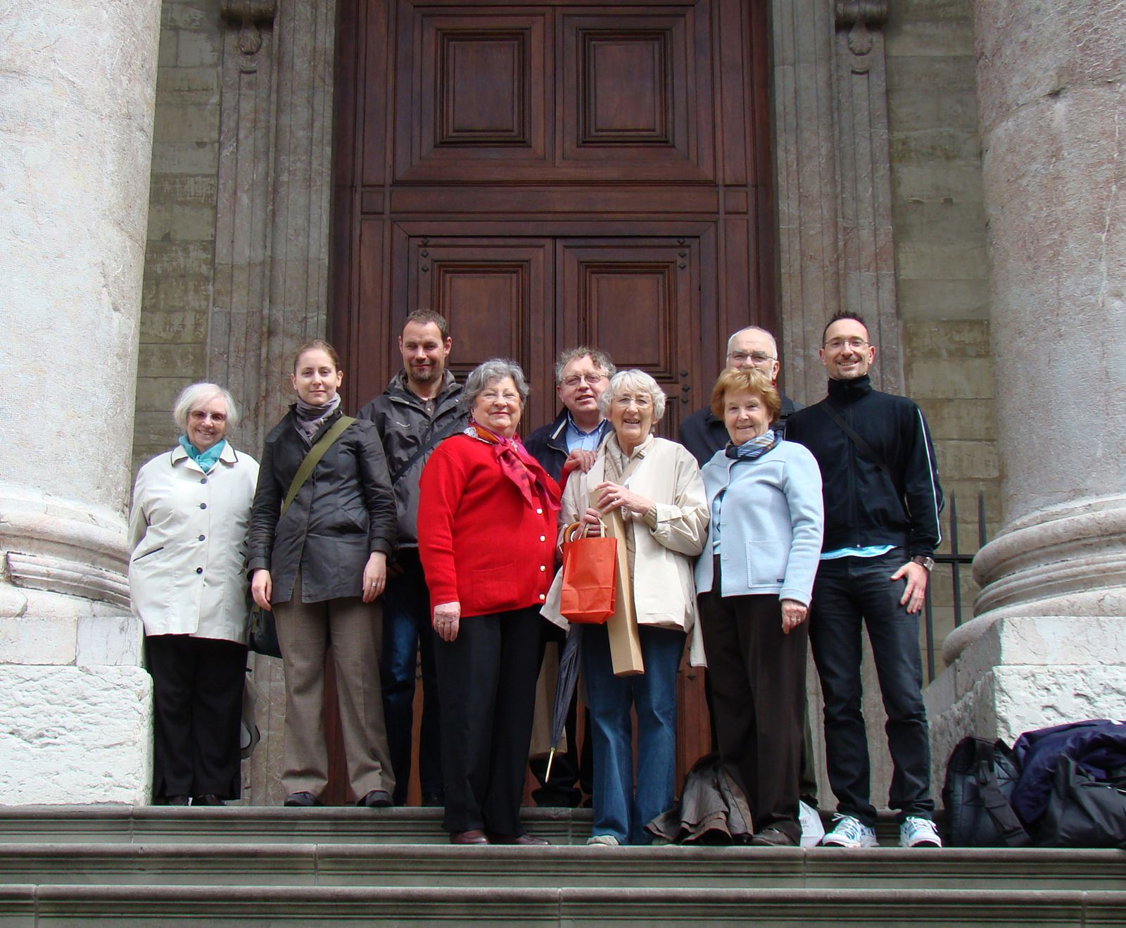 Le groupe devant le temple Saint-Pierre
