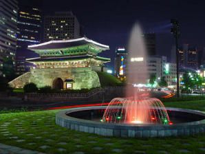 Namdaemun_at_night.jpg