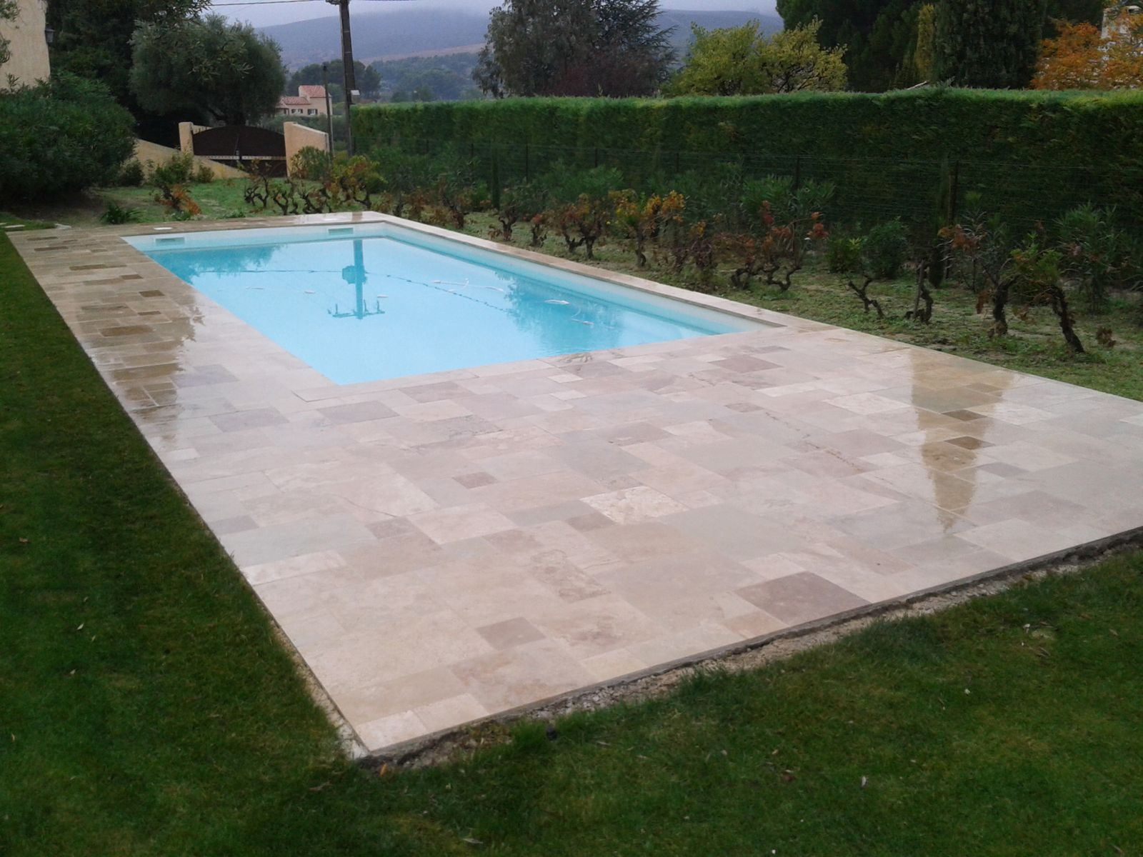 Colle pour carrelage piscine maison design for Joint carrelage piscine