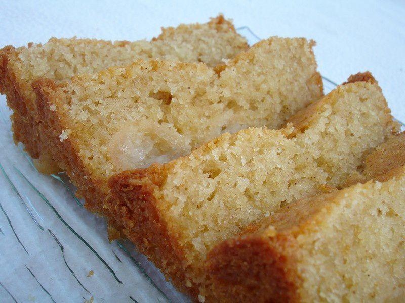 cake pommes, cannelle et rhum - les délices d'hélène