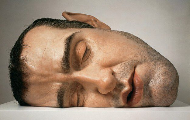 Mask-II--2001--Materiaux-divers.-by-ron-mueck-photo-courte.jpg