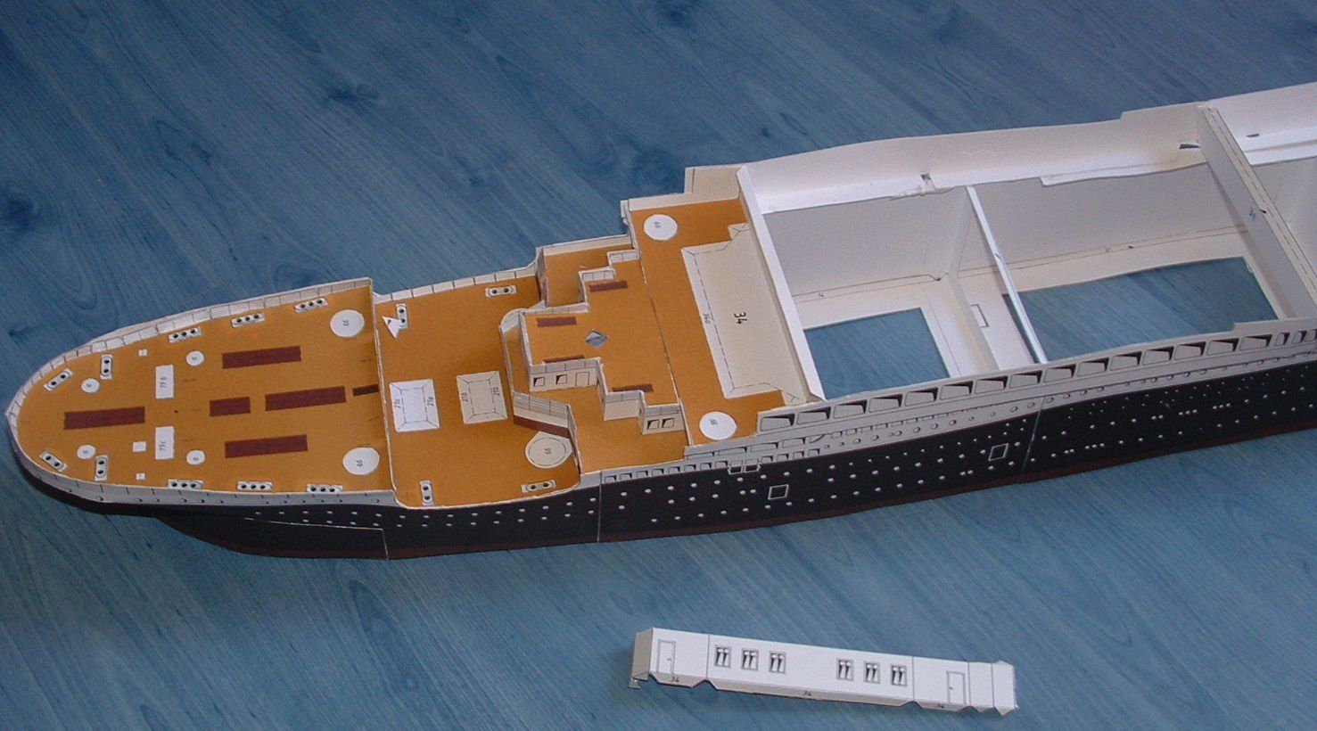 maquette en carton le blog de cyril sur le titanic. Black Bedroom Furniture Sets. Home Design Ideas