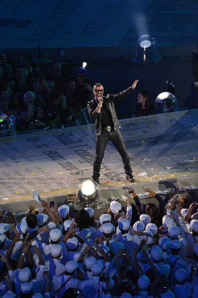 George-Michael-2012-Olympic-Games-Closing-EsVmhwbL9Jpl.jpg