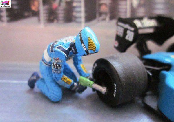 pit-stop-coffret-2-benetton-ford-b199-figurines-me-copie-4