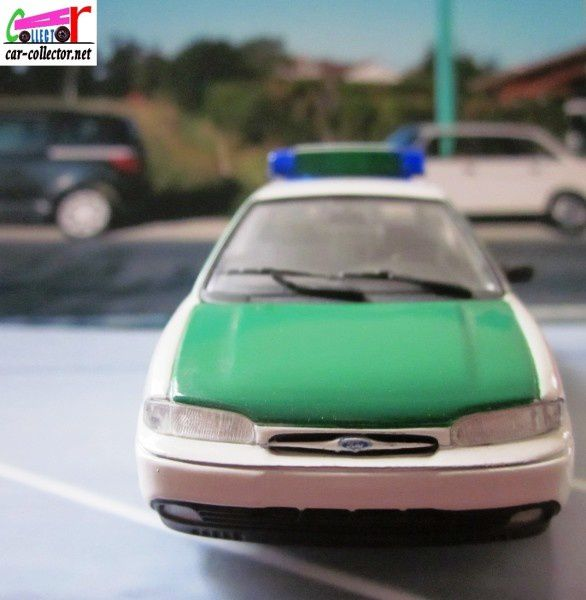 ford-mondeo-polizei-minichamps-mondeo-police-paul-models-ar