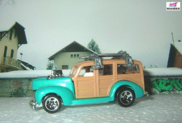 40-woodie-hw-garage-2010.073