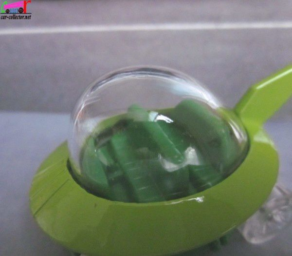 the-jetsons-capsule-car-2014.090 (3)