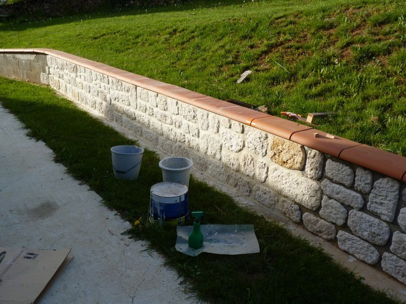 Muret ext rieur en parement les perrin for Joint pierre exterieur terrasse