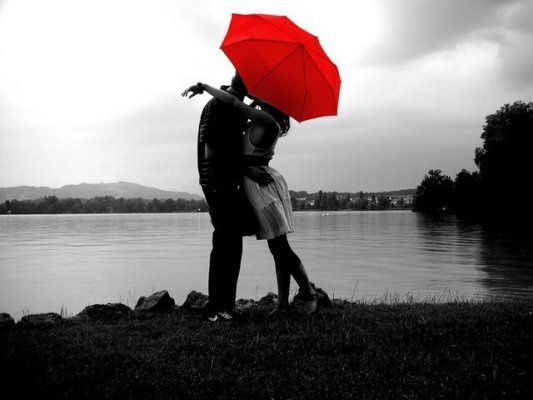 COUPLE-PARAPLUIE-ROUGE.jpg