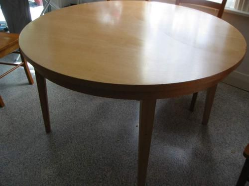 table ronde round table a vendre for sale wellington. Black Bedroom Furniture Sets. Home Design Ideas
