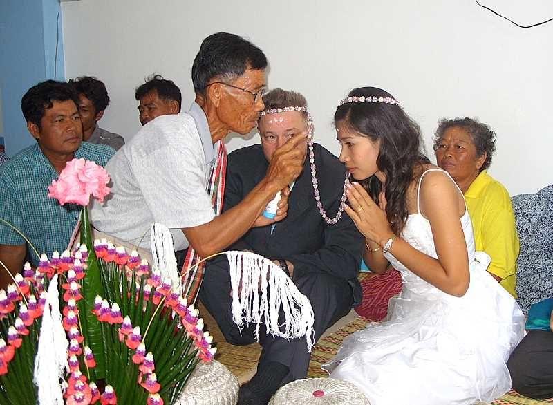 Couple Franco Thai: Mariage Franco Thai Traditionnel