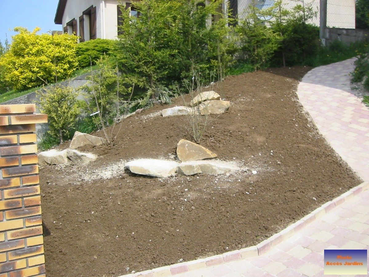 Am nagement terrain en pente zy sur eure jardins for Jardin en pente amenagement