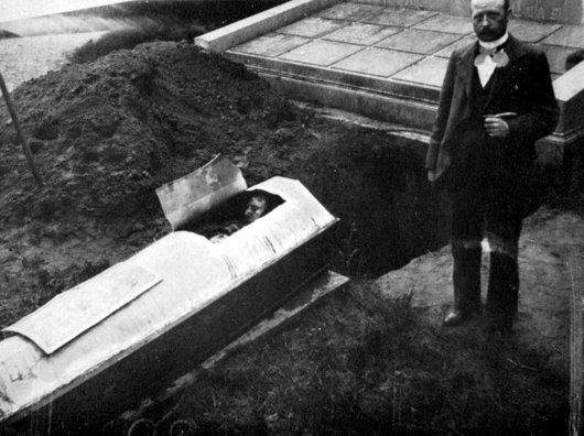 Exhumation-Pere-Paul-de-Moll-parousie.over-blog.fr.jpg