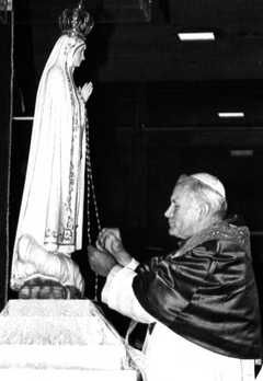 JP-II-a-Fatima--mai-82--parousie.over-blog.fr-copie-1.JPG