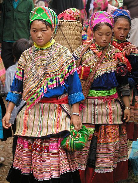 Hmong-women-at-Coc-Ly-market--Sapa--Vietnam--parousie.over-.jpg