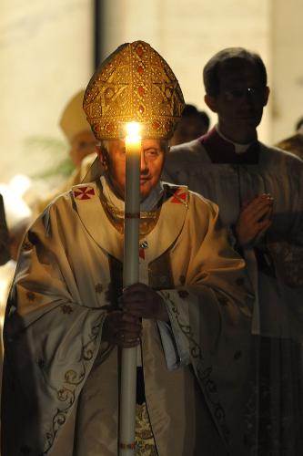 Benoit-16-et-cierge-parousie.over-blog.fr.png
