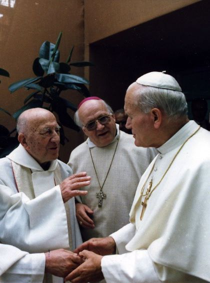 Abbe-Georges-Finet-avec-Jean-Paul-II-parousie.over-blog.fr.jpg