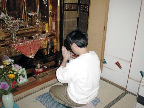 Japonais-priant--parousie.over-blog.fr.jpg