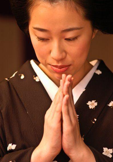 Japonaise-priant--parousie.over-blog.fr.jpg