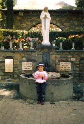 Notre-Dame-de-Banneux--Belgique---2003--photo-de-Patrick-RO.jpg