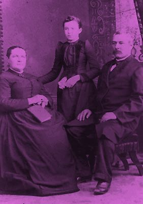 Venerable-Delia-Tetreault-avec-ses-parents--parousie.ov.jpg