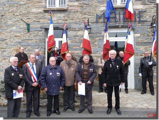 Messac-Commemoration-Armistice-17-Nov.2013.Medailles-x-X.jpg