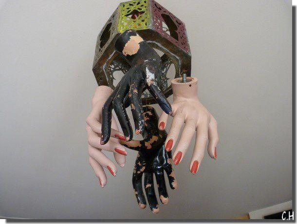 Michka--lustre-mains.jpg