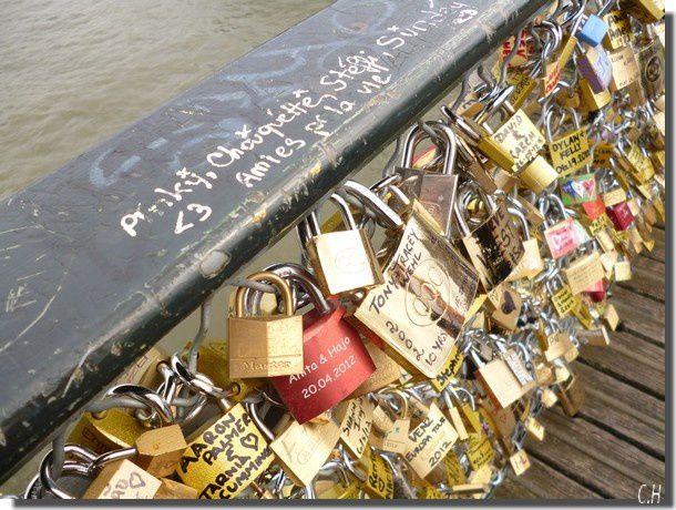 Paris-Pont-des-Arts-2012.jpg