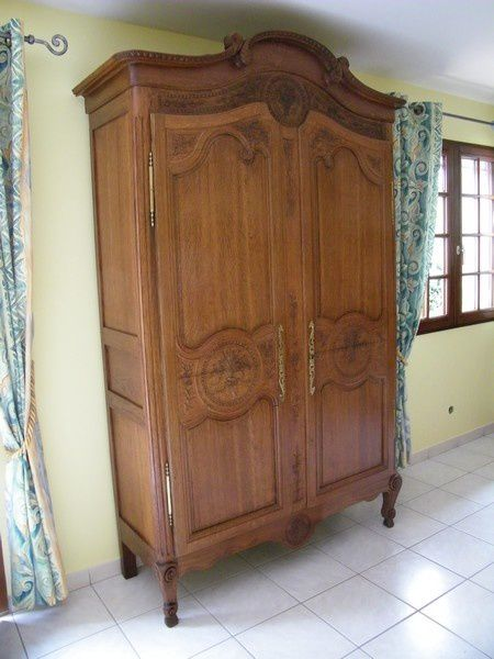 armoire normande cauchoise sculpt quel est l 39 origine du meuble l 39 armoire atelier de l. Black Bedroom Furniture Sets. Home Design Ideas