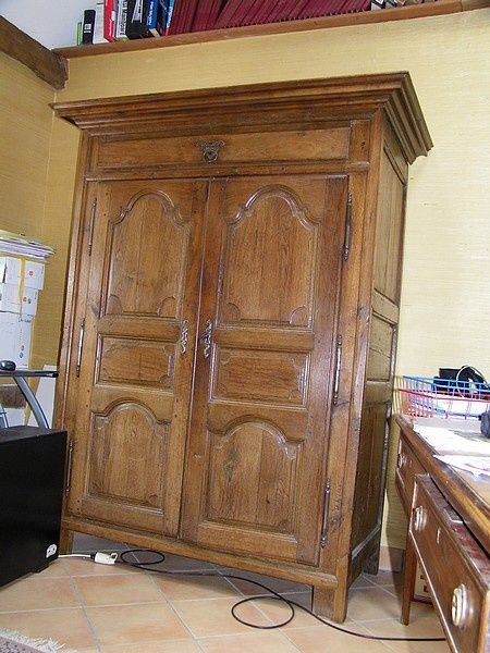 armoire poque louis xiv sans sa corniche atelier de l. Black Bedroom Furniture Sets. Home Design Ideas