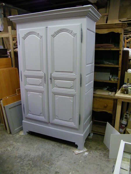 armoire ancienne repeinte en gris et patin e atelier de. Black Bedroom Furniture Sets. Home Design Ideas
