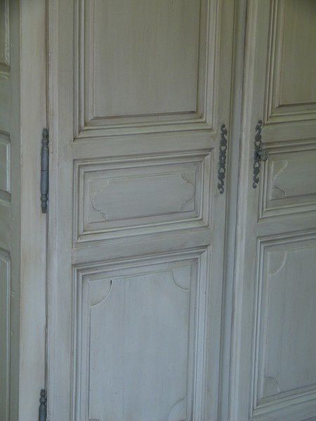 comment peindre une armoire ancienne atelier retouche paris. Black Bedroom Furniture Sets. Home Design Ideas