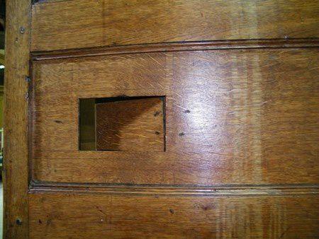 detail ouverture dans le côté d'armoire!