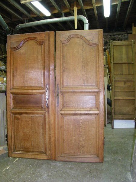 meuble ancien peint en blanc une armoire louis xiv en ch ne massif atelier de l 39 b niste c. Black Bedroom Furniture Sets. Home Design Ideas