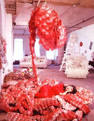 kusama Yayoi 1965-66 My flower Bed (installation-performanc