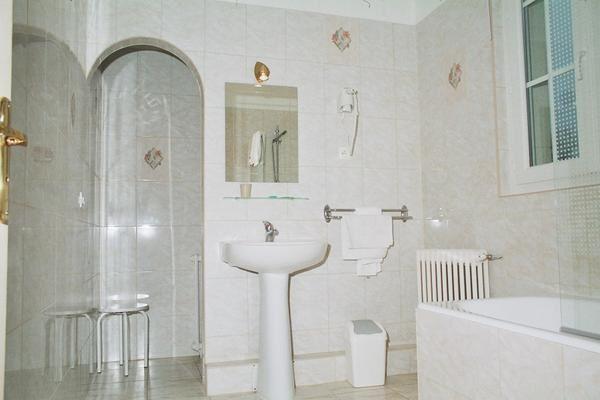 cr er une salle de bain des photos des photos de fond. Black Bedroom Furniture Sets. Home Design Ideas